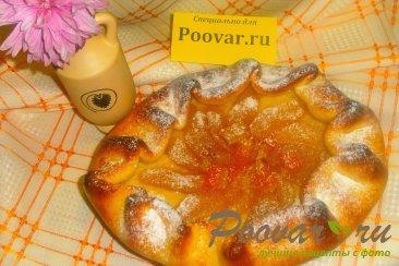 Открытый пирог с пряной грушей Изображение