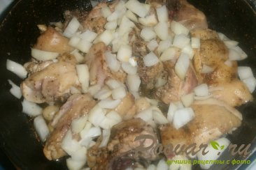 Тушёная курица с овощами и томатом Шаг 7 (картинка)