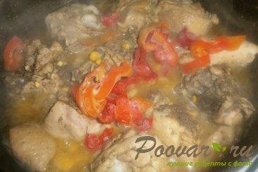 Тушёная курица с овощами и томатом Шаг 11 (картинка)