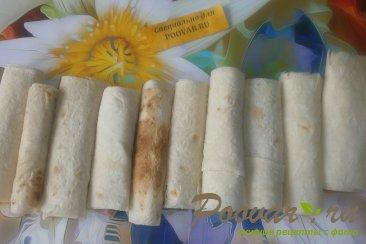 Трубочки из лаваша с колбасой и сыром моцарелла Шаг 7 (картинка)
