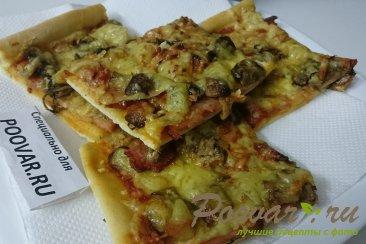 Пицца с руколой, грибами и сыром Изображение