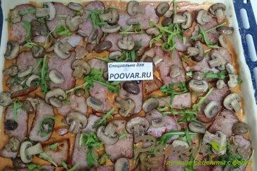 Пицца с руколой, грибами и сыром Шаг 11 (картинка)