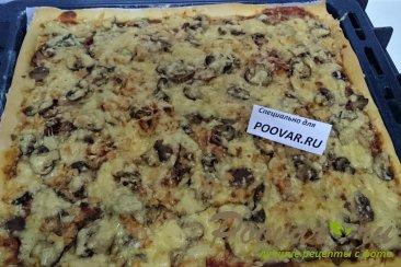 Пицца с руколой, грибами и сыром Шаг 13 (картинка)