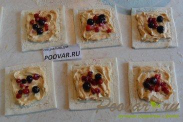 Слойки со сливочным кремом и ягодами Шаг 9 (картинка)