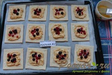 Слойки со сливочным кремом и ягодами Шаг 10 (картинка)