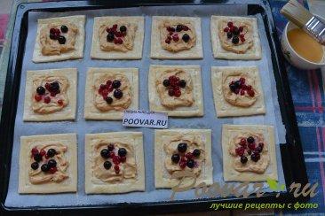 Слойки со сливочным кремом и ягодами Шаг 11 (картинка)