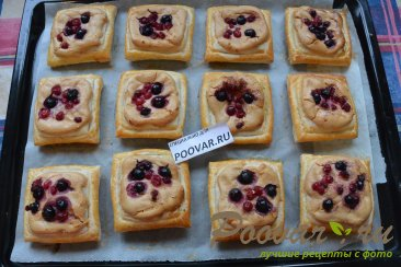Слойки со сливочным кремом и ягодами Шаг 12 (картинка)