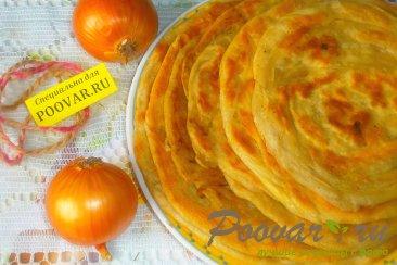 Узбекские слоистые лепёшки с луком Изображение
