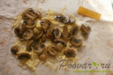 Рулеты с грибами из лаваша Шаг 8 (картинка)