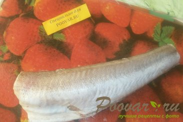 Хек в томатном соусе с луком и морковью Шаг 1 (картинка)