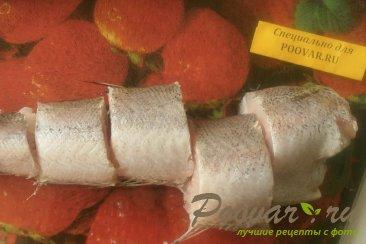 Хек в томатном соусе с луком и морковью Шаг 2 (картинка)