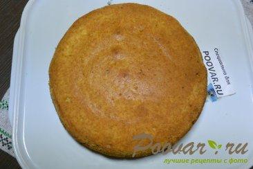 Бисквитный торт с кремом из сгущенки и сливочного сыра Шаг 9 (картинка)