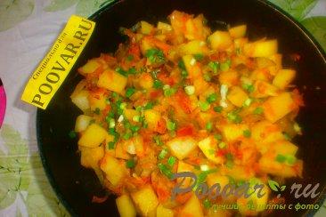 Тушёный картофель с солёными огурцами Шаг 15 (картинка)