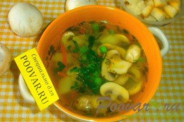Постный суп с грибами и зелёным горошком Изображение