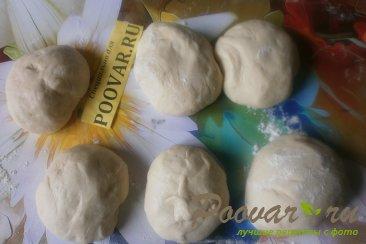 Слойки с сыром и крабовыми палочками из дрожжевого теста Шаг 8 (картинка)