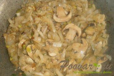 Пирог с капустой, грибами и рыбой Шаг 8 (картинка)