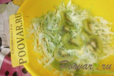 Салат из молодой капусты и киви Шаг 6 (картинка)