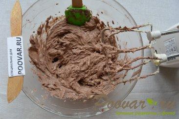 Бисквитный рулет с кремом из масла и сгущенки Шаг 13 (картинка)