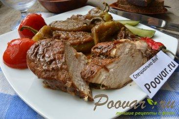 Куриное филе с жареным перцем и луком на сковороде Изображение