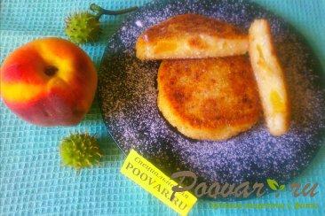 Сырники творожные с персиками Изображение