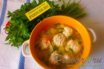 Суп с куриными фрикадельками Изображение
