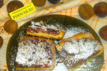 Сливовый пирог с орехами Изображение