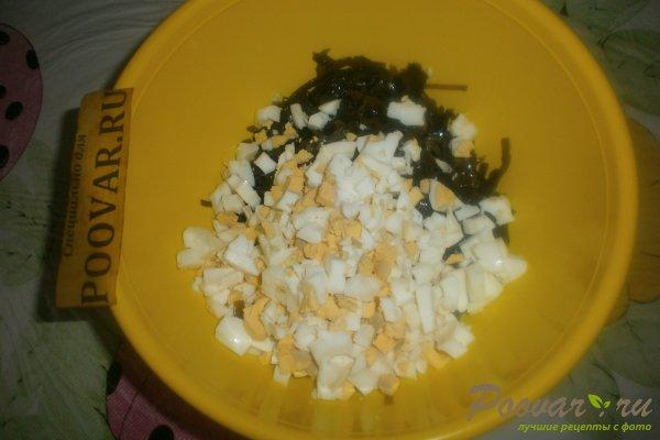 Салат из морской капусты с яйцом Шаг 6 (картинка)