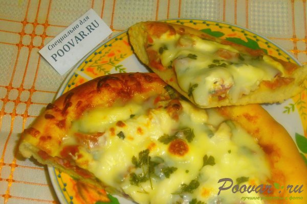 Пицца с вялеными помидорами и шпинатом Изображение
