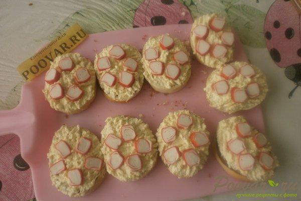 Бутерброды с крабовыми палочками Шаг 10 (картинка)