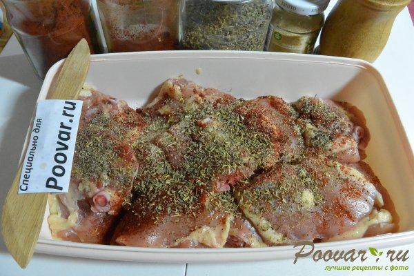 Куриные бедра запеченные с овощами в духовке Шаг 2 (картинка)