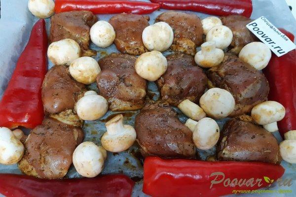 Куриные бедра запеченные с овощами в духовке Шаг 7 (картинка)