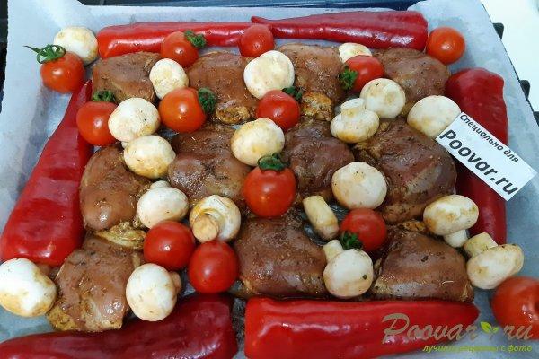 Куриные бедра запеченные с овощами в духовке Шаг 8 (картинка)