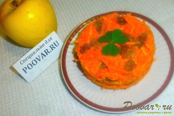 Салат из моркови, яблок и изюма Изображение