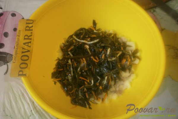 Салат из морской капусты с сельдью Шаг 4 (картинка)