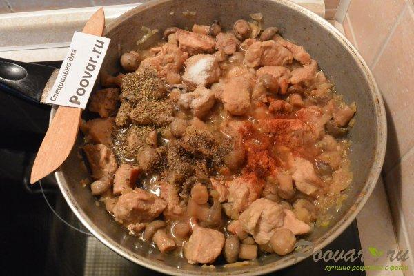 Свинина с грибами в сливочном соусе Шаг 6 (картинка)