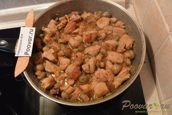 Свинина с грибами в сливочном соусе Шаг 7 (картинка)
