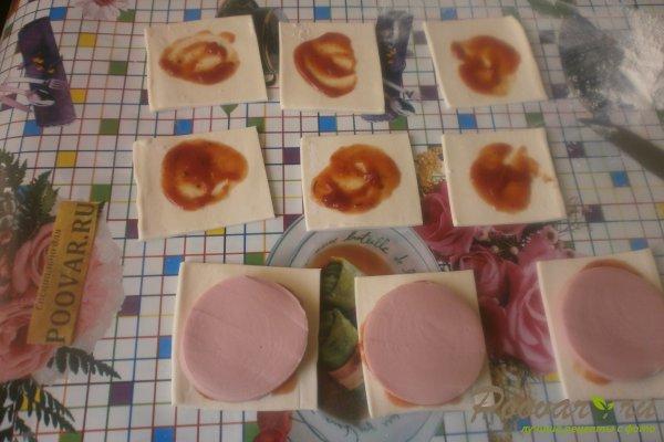 Слойки с колбасой из слоёного теста Шаг 7 (картинка)