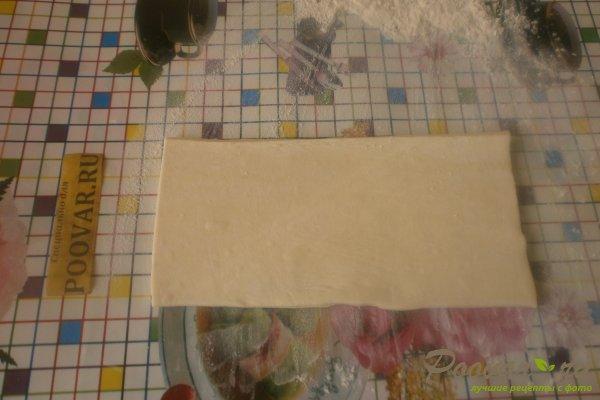 Слойки с колбасой из слоёного теста Шаг 3 (картинка)