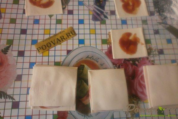 Слойки с колбасой из слоёного теста Шаг 8 (картинка)