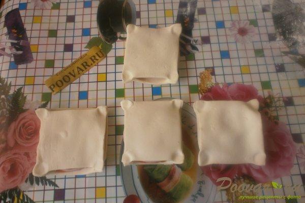 Слойки с колбасой из слоёного теста Шаг 9 (картинка)