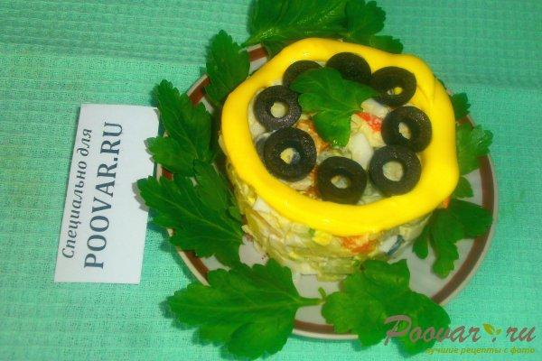 Овощной салат с крабовыми палочками и маслинами Изображение