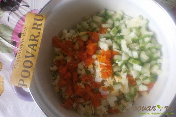 Овощной салат с крабовыми палочками и маслинами Шаг 6 (картинка)