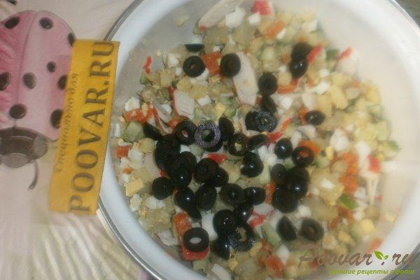 Овощной салат с крабовыми палочками и маслинами Шаг 11 (картинка)