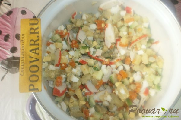 Овощной салат с крабовыми палочками и маслинами Шаг 9 (картинка)