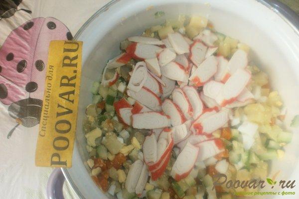 Овощной салат с крабовыми палочками и маслинами Шаг 8 (картинка)