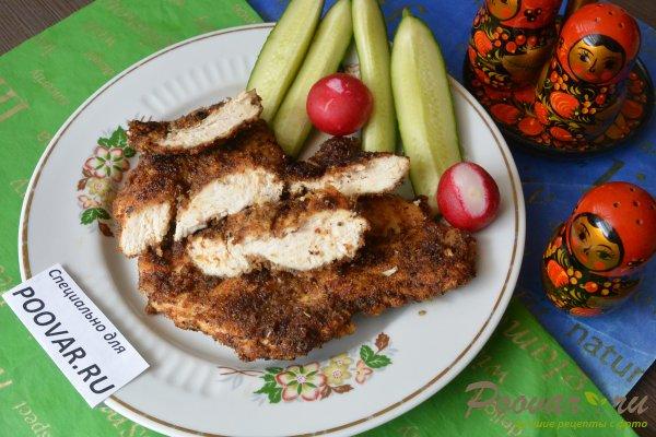 Жареная куриная грудка на сковороде Изображение