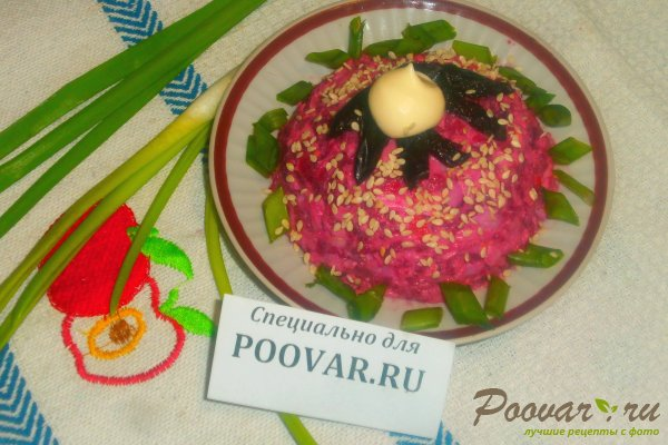 Свекольный салат с крабовыми палочками Изображение
