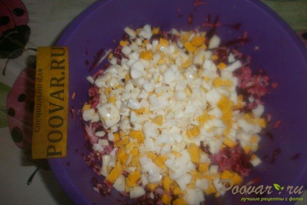 Свекольный салат с крабовыми палочками Шаг 8 (картинка)