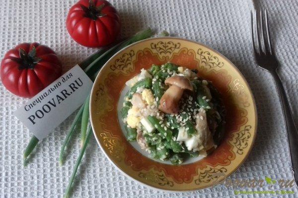 Салат из стручковой фасоли с грибами Изображение