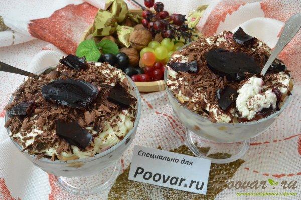 Десерт с печеньем савоярди и шоколадом Изображение